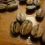 之前的文章曾提起評鑑咖啡優劣的方式稱之為「杯測」,而杯測師討論咖啡豆優劣的常見專用語言如下介 […]