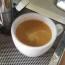 咖啡泡沫加上奶油促成了色澤的變化,淡黃的色澤讓人想一親芳澤,濃郁的奶油香與明亮的淺焙咖啡撞擊 […]