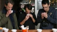 一杯完美的咖啡,最重要的是香氣、稠度與風味,咖啡的好壞仰賴杯測師那精準的口舌與靈敏的鼻子。而 […]