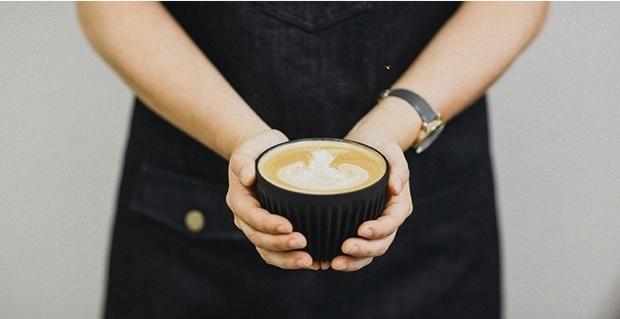 好個回收再利用!這咖啡杯竟然是用「咖啡豆殼」做的